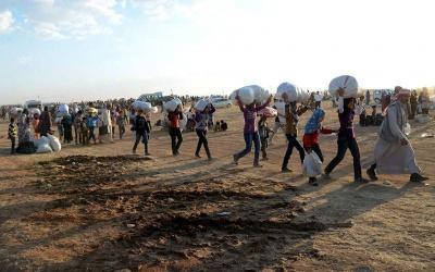 Κατά χιλιάδες οι Σύριοι συρρέουν στα σύνορα με την Τουρκία