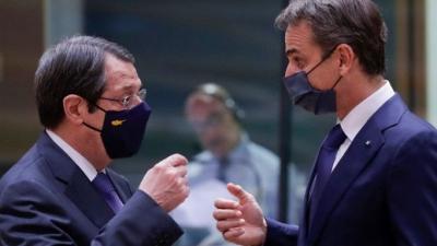 Επικοινωνία Μητσοτάκη με Αναστασιάδη για Κυπριακό - Συνάντηση με Παπαδόπουλο στο Μαξίμου