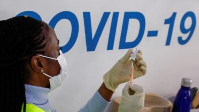 Σάλος στη Βρετανία με την κυβερνητική απόφαση εμβολιασμού εφήβων για Covid, χωρίς γονική συναίνεση