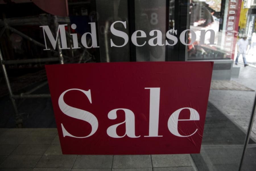 Ενδιάμεσες εκπτώσεις: Ανοικτά τα εμπορικά καταστήματα αύριο Κυριακή (6/5)