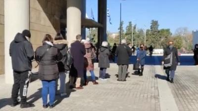 Κορωνοϊός: Ουρά χιλιομέτρου για δωρεάν rapid test στη Θεσσαλονίκη