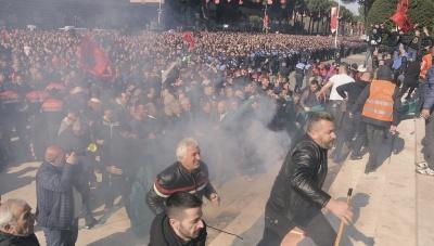 Αλβανία: Επεισόδια με 20 τραυματίες σε διαδήλωση κατά του Rama στα Τίρανα - Ζητούν την παραίτησή του και πρόωρες εκλογές