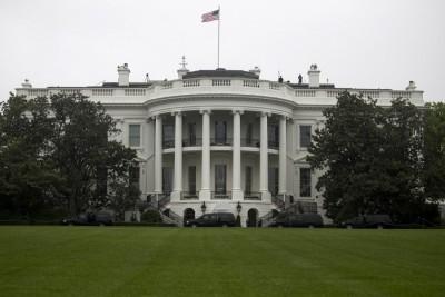 Λευκός Οίκος: Οι ΗΠΑ παρακολουθούν στενά τις εκρήξεις στη Βηρυτό
