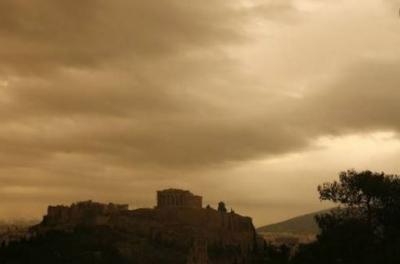 Καιρός: Πάσχα με συννεφιά, υψηλές θερμοκρασίες και αυξημένες συγκεντρώσεις σκόνης