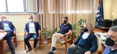 Στη Θεσσαλία ο Αυγενάκης – Επίσκεψη στο Δημοτικό Στάδιο Καρδίτσας