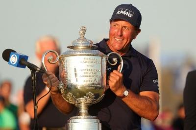 PGA Championship: Ο Phil Mickelson πλησιάζει στο «φράγμα» των 100 εκατομμυρίων δολαρίων, μοναξιά στην κορυφή για Tiger Woods