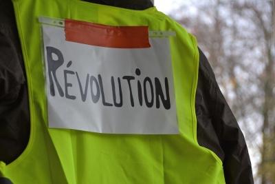 Το μήνυμα της Γαλλίας για τον καπιταλισμό είναι πολύ απλό: Ή αλλάζει ή πεθαίνει