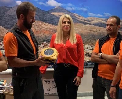Δωρεά απινιδωτή από την Interamerican στην Εθελοντική Ομάδα Διάσωσης Καλύμνου