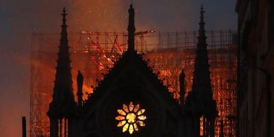 Υπό έλεγχο τέθηκε η φωτιά στην Παναγία των Παρισίων – Απομένουν τοπικές εστίες