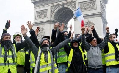 Γαλλία: Στους δρόμους και πάλι τα «Κίτρινα Γιλέκα» - Συλλήψεις και δακρυγόνα από την αστυνομία