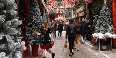 Σε εορταστικούς ρυθμούς η αγορά - Ανοικτά σήμερα (15/12) τα καταστήματα