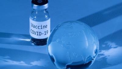 Εμβόλιο: «Η τρίτη δόση ενδέχεται να προκαλεί πιο σοβαρές παρενέργειες», λέει αξιωματούχος των CDC
