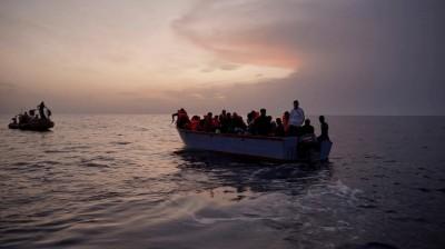 Η Μάλτα υποχρεώθηκε να επιτρέψει την αποβίβαση σε 425 μετανάστες που κρατούνταν σε σκάφη μεσοπέλαγα