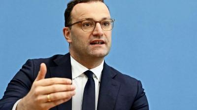 Γερμανία: Τι απαντά ο υπουργός Υγείας στα «βέλη» για τα λίγα εμβόλια κατά του Covid