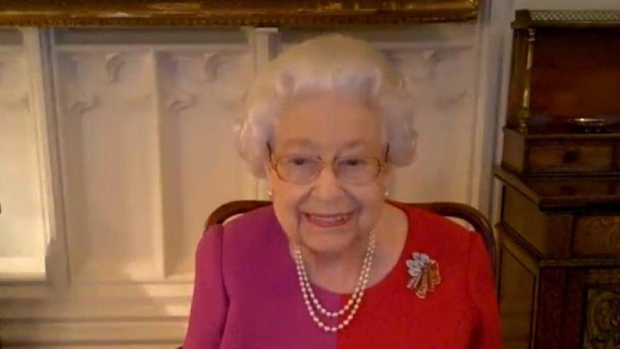 Η ιστορική παρέμβαση της Βασίλισσας Ελισάβετ με βιντεοκλήση: Μην είστε εγωιστές, κάντε το εμβόλιο!