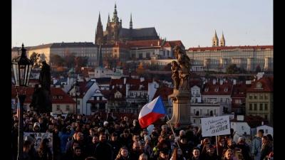 Τσεχία: Χιλιάδες διαδηλωτές ζητούν την παραίτηση του πολυεκατομμυριούχου πρωθυπουργού Babis που κατηγορείται για διαφθορά