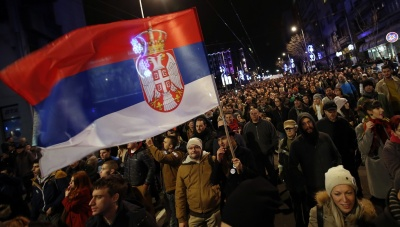 Σερβία: Τη Δημόσια Τηλεόραση κατέλαβαν διαδηλωτές και ηγέτες της αντιπολίτευσης - Ζητούν την παραίτηση Vucic