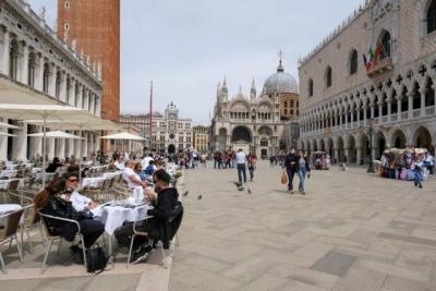 Ιταλία: Η υποχρεωτικότητα αύξησε τα ραντεβού για εμβολιασμό κατά 40%