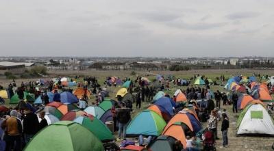 Παραμένουν στα Διαβατά οι πρόσφυγες – Αποχώρησαν από το Σταθμό Λαρίσης – Συναγερμός στις ελληνικές Αρχές