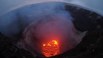 ΗΠΑ: Εξερράγη το ηφαίστειο Κιλαουέα, στάχτη και καπνός υψώνονται στον ουρανό