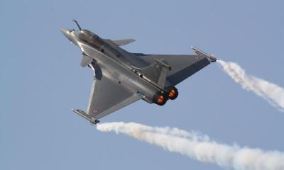 Έλληνας αξιωματούχος σε Reuters: Σε συζητήσεις με τη Γαλλία για την αγορά μαχητικών αεροσκαφών