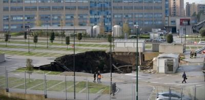 Ιταλία: Υποχώρησε το έδαφος σε νοσοκομείο, δημιουργώντας τρύπα βάθους 20 μέτρων - Εκκενώθηκε δομή Covid 19