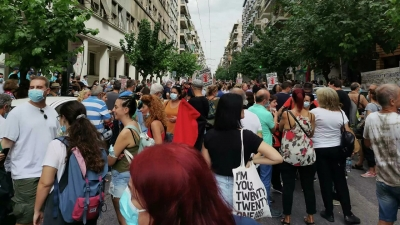 Διαμαρτυρία υγειονομικών έξω από το υπουργείο Υγείας: «Κανένας εκτός δουλειάς»