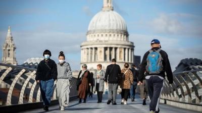 Βρετανία: Προειδοποιεί κατά του εμβολιαστικού εθνικισμού μετά τις απειλές της ΕΕ