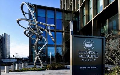 Ο ΕΜΑ αρχίζει δοκιμές σε πραγματικό χρόνο στη θεραπεία της AstraZeneca