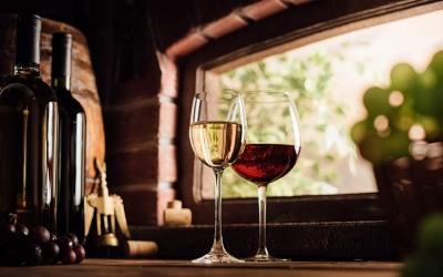 Γάλλοι παραγγέλνουν κρασί που επί 12 μήνες ωριμάζει στο βυθό της θάλασσας της Χαλκιδικής