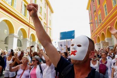 Μεγάλες διαδηλώσεις σε ολόκληρη τη Γαλλία ενάντια στο πιστοποιητικό εμβολιασμού για τον Covid