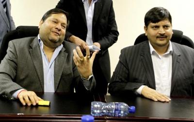 Gupta Family: Με βαριές κατηγορίες για διαφθορά στη Ν.Αφρική πριν 2 ημέρες, τώρα υποψήφιοι για τα ΕΛΠΕ!