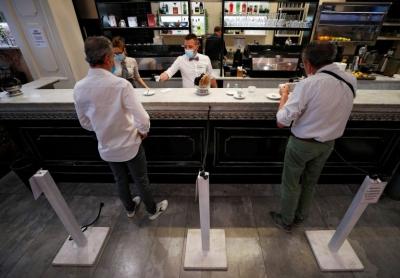 Ιταλία: Με «πράσινο πιστοποιητικό» η είσοδος σε cafes, μπαρ και εστιατόρια – Αναμένεται ανακοίνωση Draghi