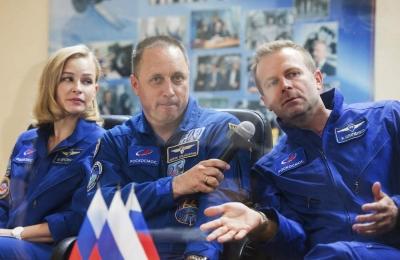 Η Ρωσία γύρισε την πρώτη της ταινία στο διάστημα -  Η Yulia Peresild αφήνει δεύτερο τον Tom Cruise