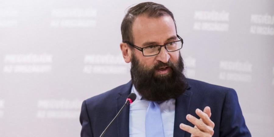 Αυτός είναι ο ούγγρος Ευρωβουλευτής που συμμετείχε στο σεξουαλικό κορωνο - πάρτι στις Βρυξέλλες