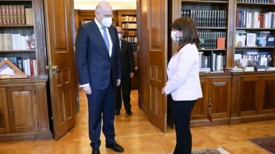 Συνάντηση Δένδια - Σακελλαροπούλου: Επί τάπητος οι σχέσεις Ελλάδας - Τουρκίας και το Κυπριακό