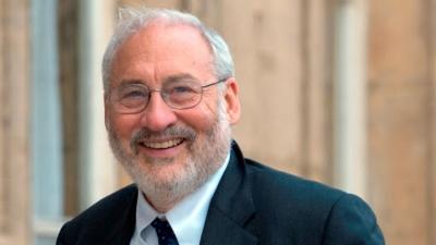 Joseph Stiglitz: Να αρθούν οι πατέντες των εμβολίων κατά του κορωνοϊού