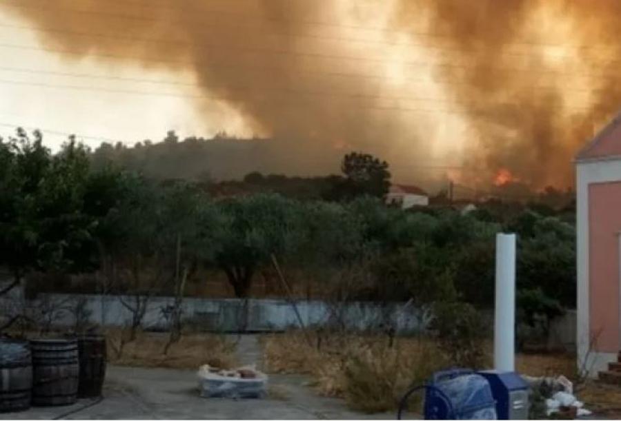Σκληρή μάχη με τις φλόγες στη Ρόδο – Αποκατάσταση της ηλεκτροδότησης