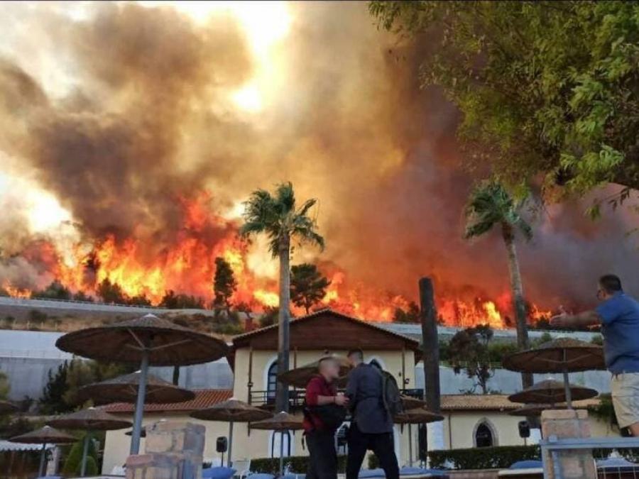 Αχαΐα – πυρκαγιά:  Εκκενώνεται η παραλιακή κοινότητα του Λόγγου και ένα ξενοδοχείο