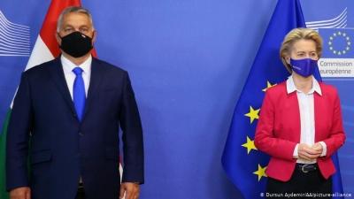 Von der Leyen κατά Orban: «Ντροπή» ο ουγγρικός νόμος για την ομοφυλοφιλία