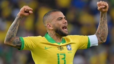 Copa America 2021: Ο Ντάνι Άλβες και οι άλλοι «γερόλυκοι» παραμένουν μικρά παιδιά πάνω στο χορτάρι!