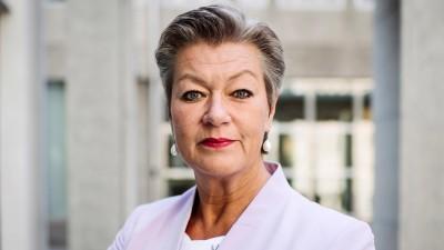 Johansson (ΕΕ): Ζητά πλήρη έρευνα για τις επαναπροωθήσεις
