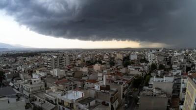 Έντονη βροχόπτωση στην Αττική – Δυναμικό το πέρασμα της κακοκαιρίας Κίρκη από την Αθήνα