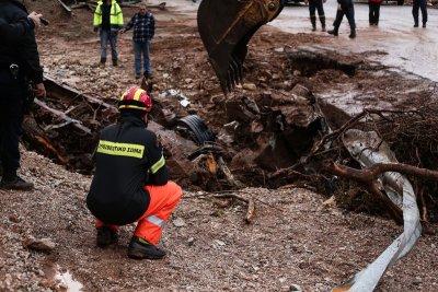 Στους 21 οι νεκροί από τις πλημμύρες στη δυτική Αττική – Αναζητείται ένας αγνοούμενος