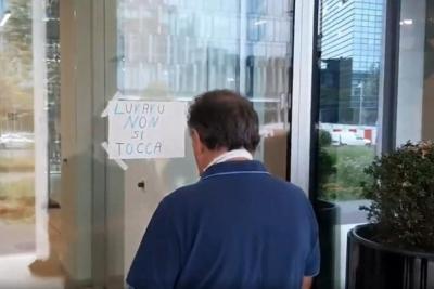 Οπαδός της Ίντερ κόλλησε χαρτί έξω από τα γραφεία της ομάδας: «Μην αγγίζετε τον Λουκάκου»!