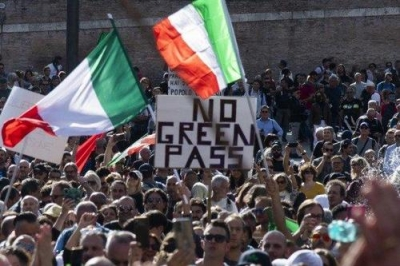 Ιταλία: Κοινωνική αναταραχή και ρωγμές στην κυβέρνηση προκαλεί το Green Pass για τον Covid –  Τελεσίγραφο στον Draghi από τον Salvini για την κατάργησή του