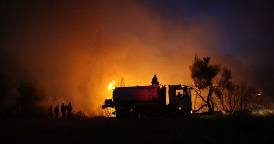 Νύχτα αγωνίας σε Εύβοια, Μεσσηνία, Φωκίδα και Ηλεία - Διάσπαρτες εστίες - Έτοιμο σχέδιο για εκκένωση όπου χρειαστεί