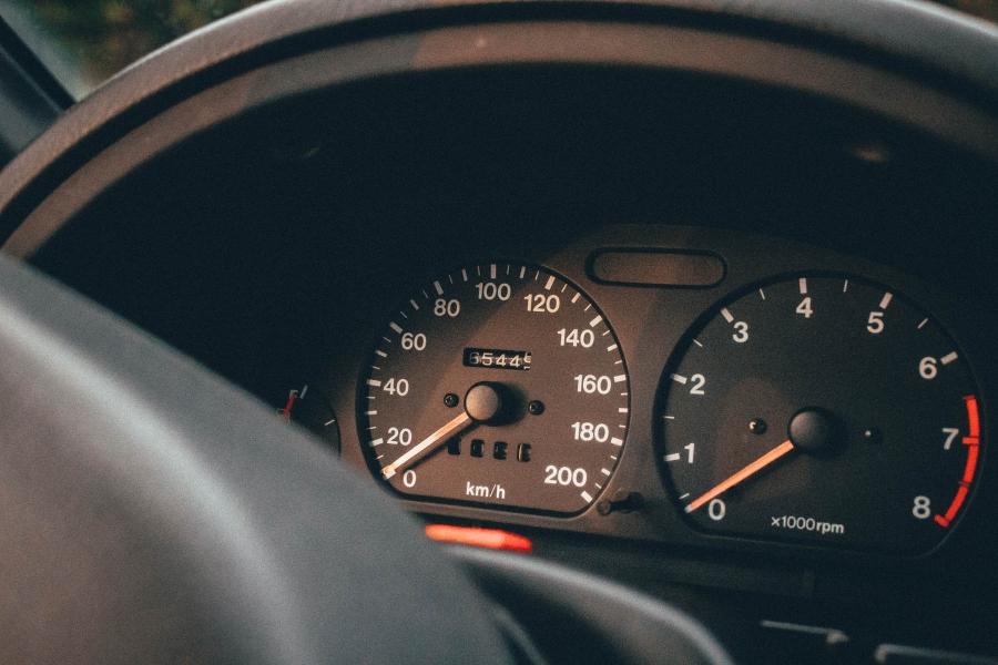 Παλιό μεταχειρισμένο με λίγα χιλιόμετρα ή πιο νέο με περισσότερα;
