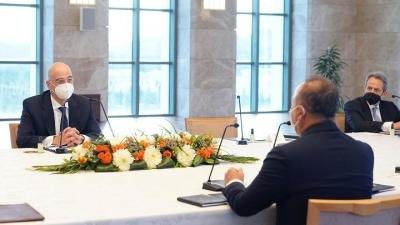 Ο υπουργός Εξωτερικών Νίκος Δένδιας παραθέτει ανεπίσημο δείπνο στον Τούρκο ομόλογό του, Mevlut Cavusoglu