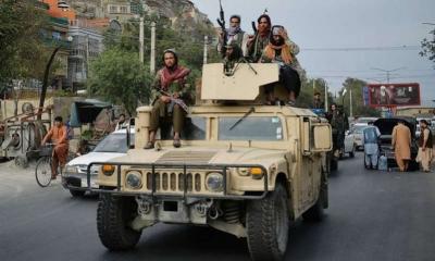 Οι Ταλιμπάν παρελαύνουν στην Κανταχάρ μέσα σε αμερικανικά στρατιωτικά οχήματα